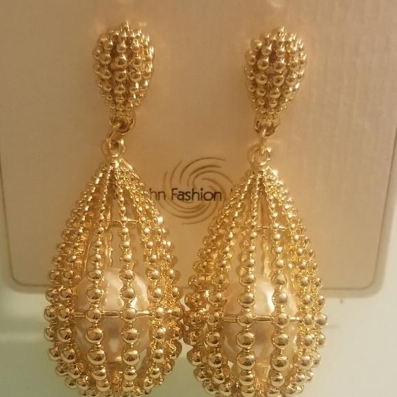 Reyzahn Fashion Jewelry Black Gem Hoop Earrings